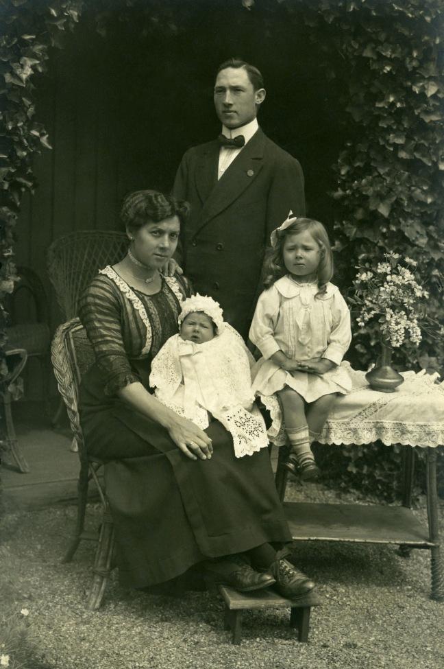 Familie Gaston Wierinck & Irma De Laet.jpg
